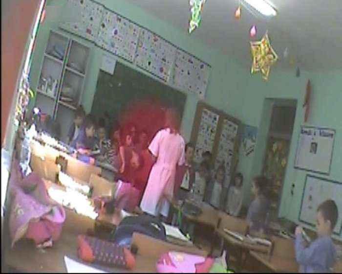 """""""Bëj provë të flasësh edhe njëherë..."""", mësuesja ushtron dhunë ndaj nxënësve"""