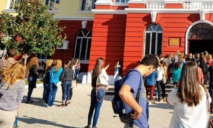 Universitetet tona prodhojnë analfabetë me diploma (Foto/Video)