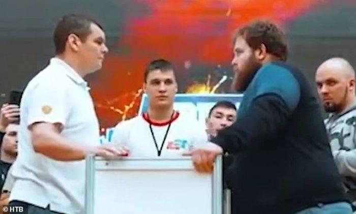 Kampionati i pazakontë në Rusi: E rrahin njëri-tjetrin shuplaka derisa...(Video)