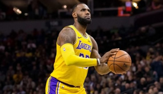 Lakers triumfon ndaj Milwaukee Bucks, shkëlqen LeBron James