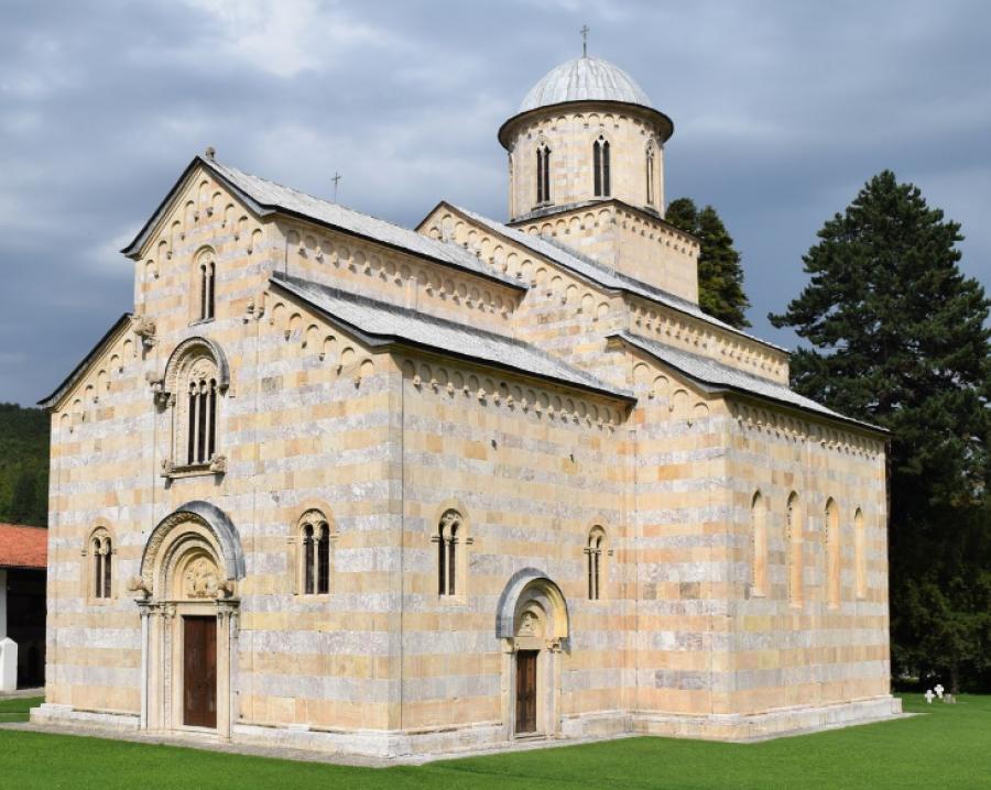 Donika Gërvalla dhe Hajrullah Çeku i shkruajnë Europa Nostra-s: Vendimi për Manastirin i ndikuar politikisht